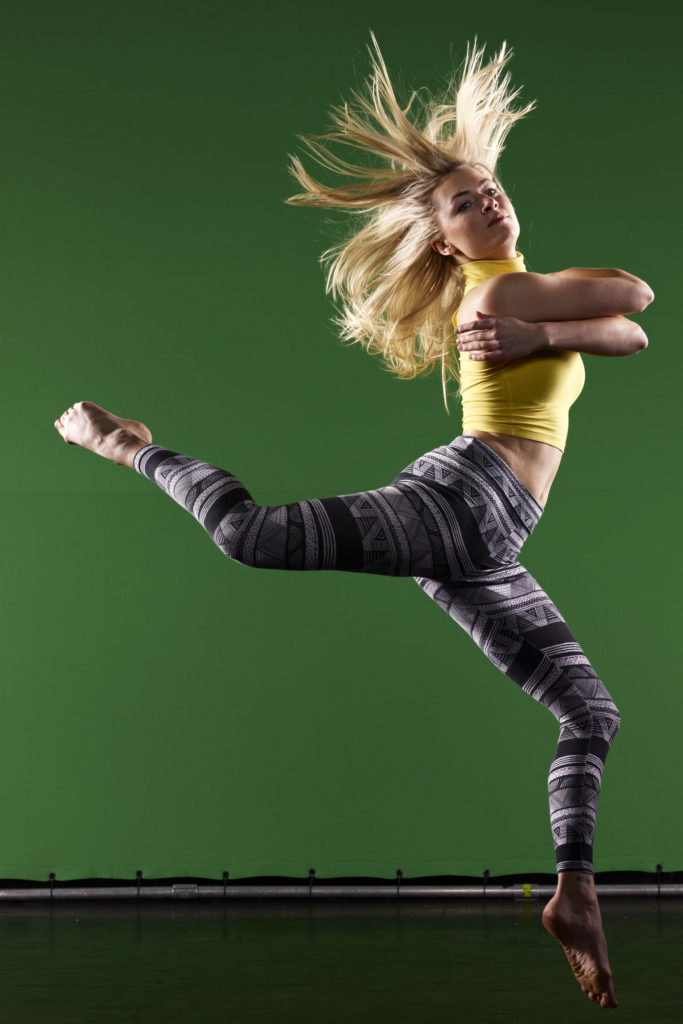 Ballerina con sfondo verde